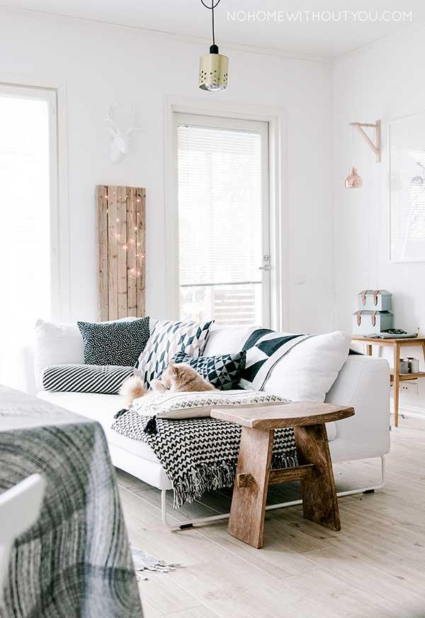 Wit scandinavisch interieur met hout alles om van je huis je thuis te maken - Deco kamer bruin ...