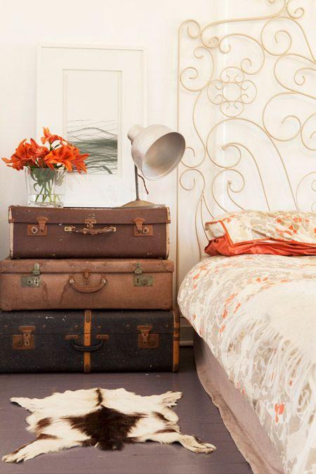 6 simpele tips om je slaapkamer een upgrade te geven alles om van je huis je thuis te maken - Een nachtkastje ...